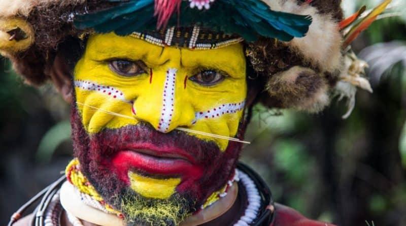 chinez infectat cu covid 19 a imbolnavit un trib de canibali din noua guinee