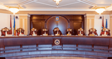 CCR discută luni conflictul dintre Guvern şi Parlament pe tema moţiunii de cenzură