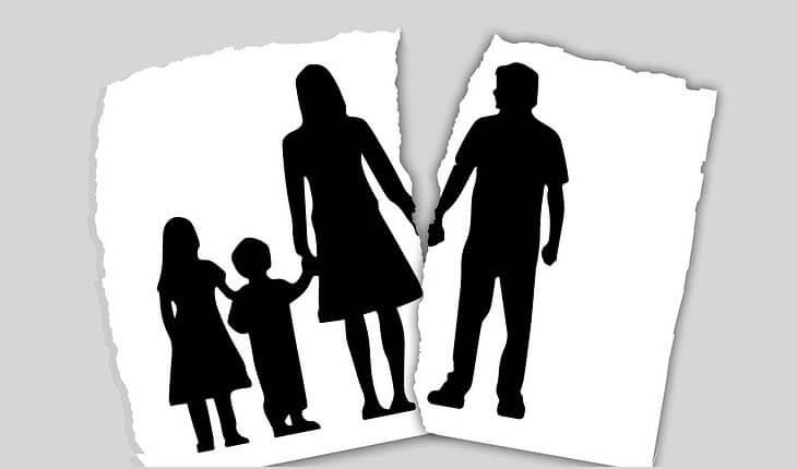 Traumele psiholigice ale copilului care crește fără tată. După divorț cele mai multe mame cred ca pot să înlocuiască tatăl