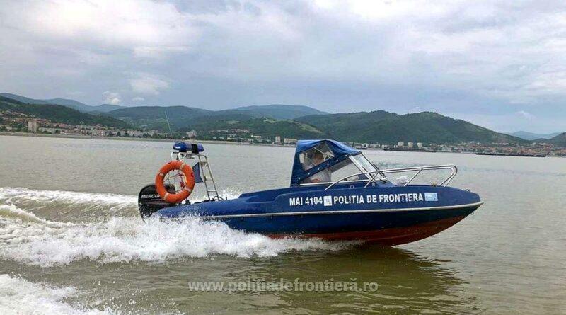 22 de migranți au încercat să intre în România traversând Dunărea cu o barcă gonflabilă