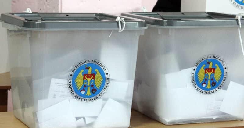 cetățenii din Republica Moldova sunt chemați la urne ca să curețe Parlamentul țării de corupți