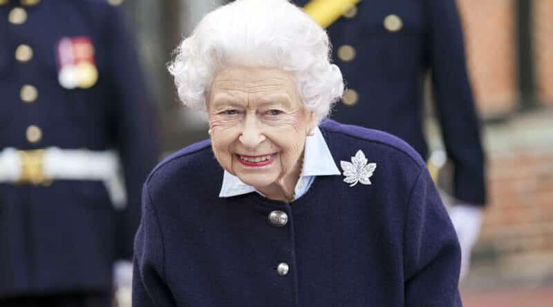 Medicii i-au interzis reginei Elisabeta a Marii Britanii să viziteze Irlanda de Nord